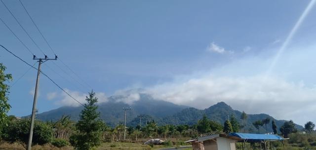 https: img-k.okeinfo.net content 2019 08 09 525 2089807 kebakaran-di-gunung-ciremai-meluas-hingga-300-hektar-ndAJ7bKwzt.jpg