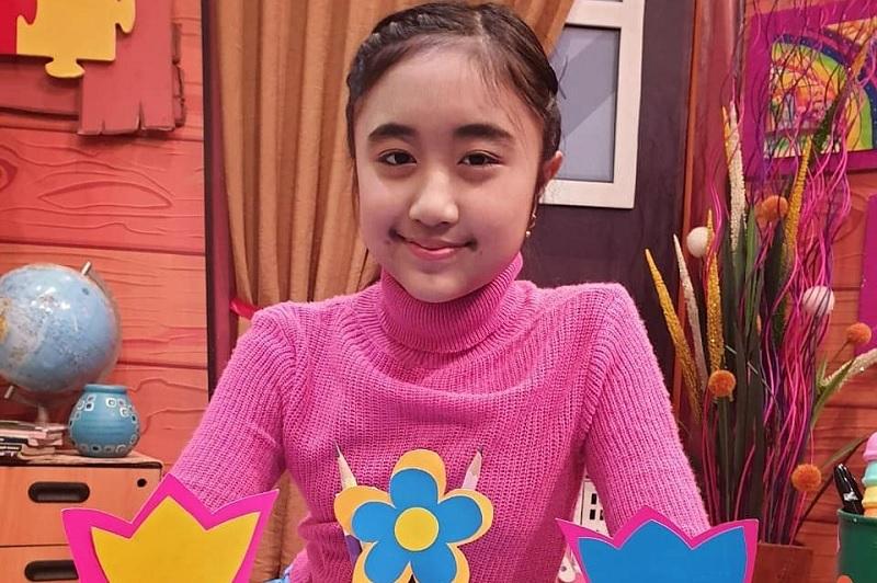 https: img-k.okeinfo.net content 2019 08 13 205 2091350 cyra-alesha-idol-junior-ajak-anak-indonesia-berpetualang-lewat-liburan-yuk-VM6kTVfjDR.jpg