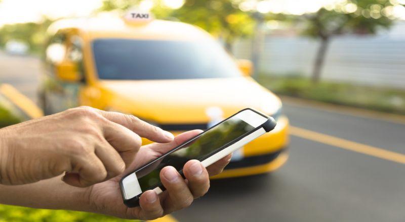 https: img-k.okeinfo.net content 2019 08 13 320 2091436 perluasan-ganjil-genap-pendapatan-sopir-taksi-online-anjlok-iFSOZXmmCf.jpg