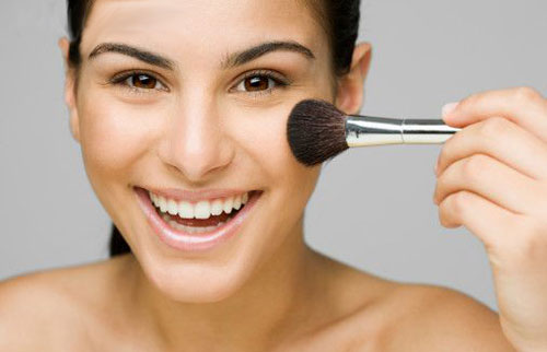 https: img-k.okeinfo.net content 2019 08 13 611 2091510 tips-makeup-memulas-cushion-dan-blush-on-agar-pipi-tidak-terlihat-chubby-nmifXGR6u3.jpg