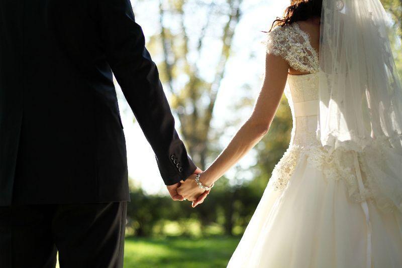 https: img-k.okeinfo.net content 2019 08 13 612 2091515 serunya-pernikahan-cantika-felder-senam-zumba-di-acara-resepsinya-M9Z54cR7HC.jpg