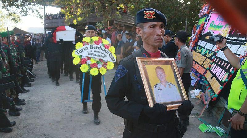 https: img-k.okeinfo.net content 2019 08 14 609 2091779 duka-masyarakat-sulsel-untuk-briptu-hedar-yang-dibunuh-kksb-di-papua-IdS6A908Kv.jpg
