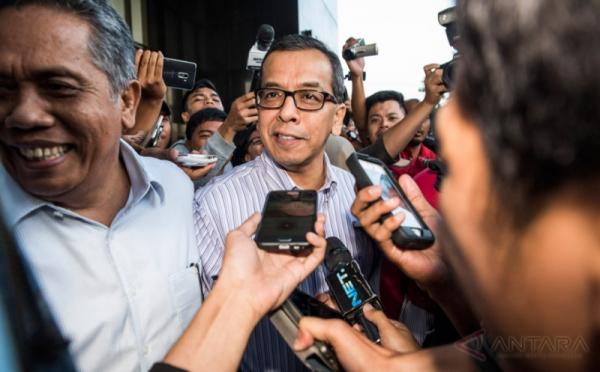https: img-k.okeinfo.net content 2019 08 16 337 2092688 kpk-periksa-eks-dirut-garuda-indonesia-emirsyah-satar-terkait-kasus-tppu-pAYiB6NH7C.jpg