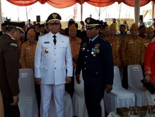 https: img-k.okeinfo.net content 2019 08 17 338 2093203 salah-sebut-usia-indonesia-merdeka-warnai-upacara-bendera-di-pulau-reklamasi-QYzR0eFjBo.JPG