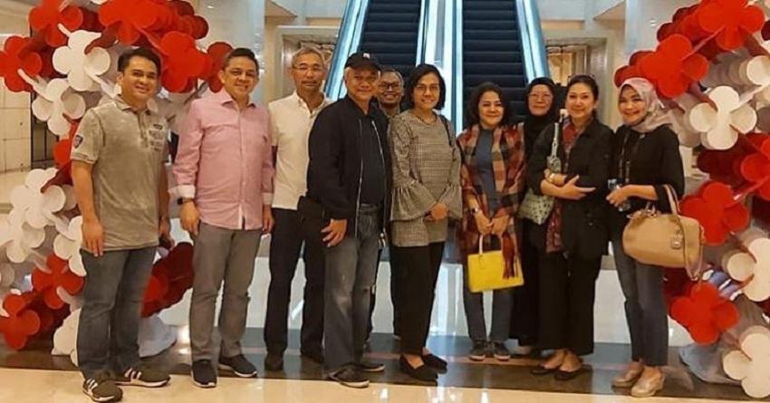 https: img-k.okeinfo.net content 2019 08 18 320 2093489 gaya-sri-mulyani-nonton-bioskop-di-malam-kemerdekaan-rxTk7ShiWH.jpeg