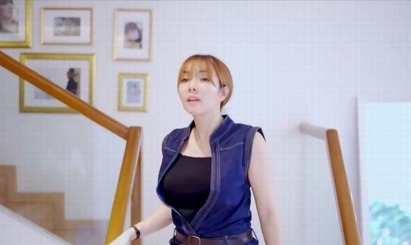 https: img-k.okeinfo.net content 2019 08 19 194 2093597 wardrobe-malfunction-artis-indonesia-dari-kemben-gisel-melorot-hingga-rambut-kemaluan-mariana-renata-ngintip-4G5BPo0AOs.jpg