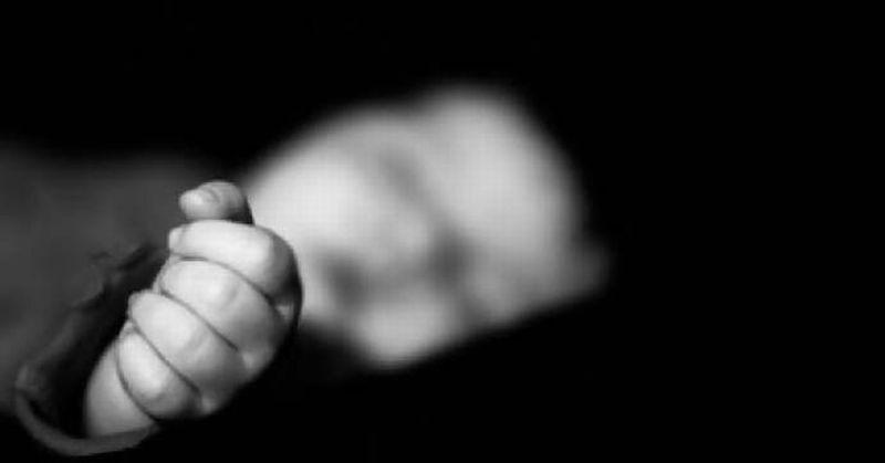 https: img-k.okeinfo.net content 2019 08 19 510 2094017 ditinggal-makan-bayi-ditemukan-tewas-usai-tercebur-selokan-xy2HxL9vbR.jpg