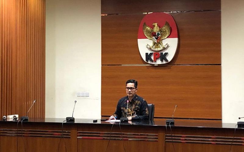 https: img-k.okeinfo.net content 2019 08 20 337 2094265 ajudan-mantan-gubernur-jatim-diperiksa-kpk-untuk-penyidikan-ketua-dprd-tulungagung-ZbuiG0pKwA.jpg