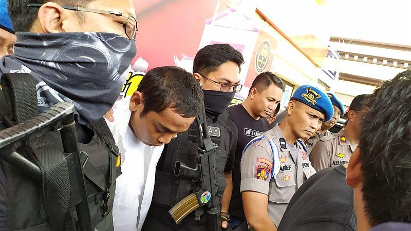 https: img-k.okeinfo.net content 2019 08 20 609 2094417 anggota-dprd-makassar-terpilih-ditangkap-polisi-karena-komsumsi-sabu-tvx9WJYnNb.jpg