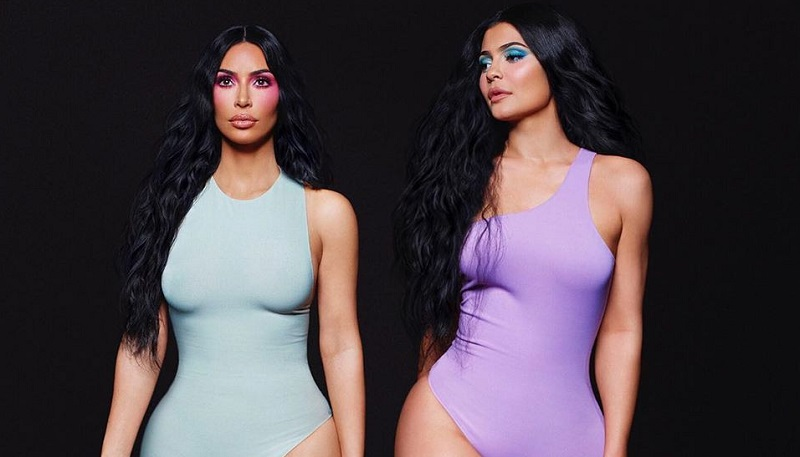 https: img-k.okeinfo.net content 2019 08 22 194 2095441 heboh-di-medsos-kim-kardashian-punya-6-jari-kaki-TddexhaXdr.jpg