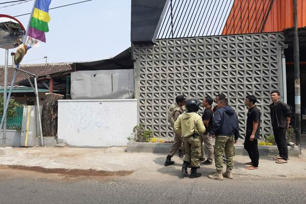 https: img-k.okeinfo.net content 2019 08 22 512 2095193 tembok-rumah-warga-jadi-sasaran-vandalisme-papua-merdeka-cTChMG7W50.jpg