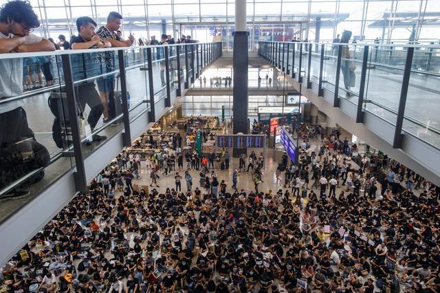 https: img-k.okeinfo.net content 2019 08 23 18 2095712 bandara-hong-kong-jadi-target-demonstran-pekan-ini-0Xzz62pfPd.jpg