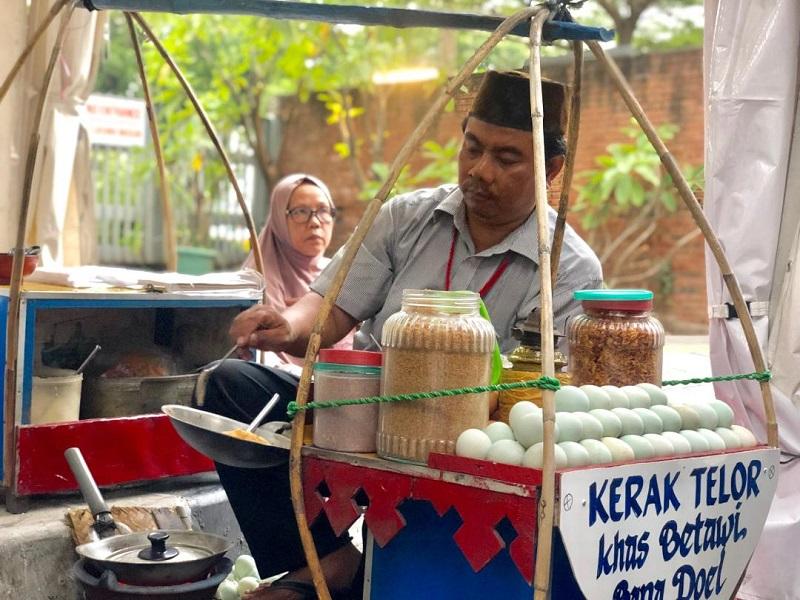 https: img-k.okeinfo.net content 2019 08 23 298 2095935 berburu-kuliner-betawi-di-festival-jalan-jaksa-ada-makanan-kesukaan-jokowi-lipLdgXpSR.jpg