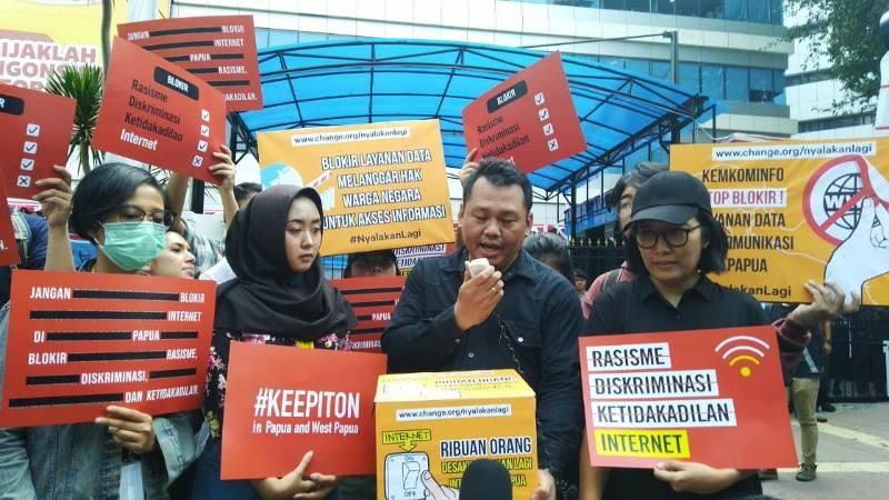 https: img-k.okeinfo.net content 2019 08 23 54 2095769 pemerintah-diminta-cabut-pemblokiran-internet-di-papua-dan-papua-barat-0fkAreoyqN.jpg