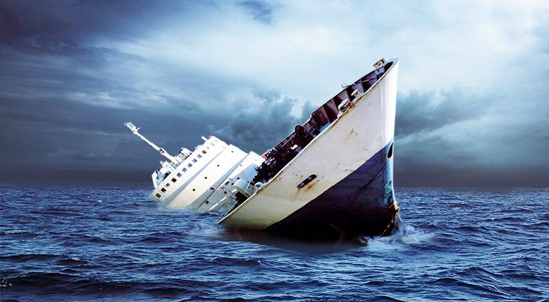 https: img-k.okeinfo.net content 2019 08 25 519 2096432 2-penumpang-km-santika-nusantara-selamat-ditolong-nelayan-2vtYm56tt1.jpg