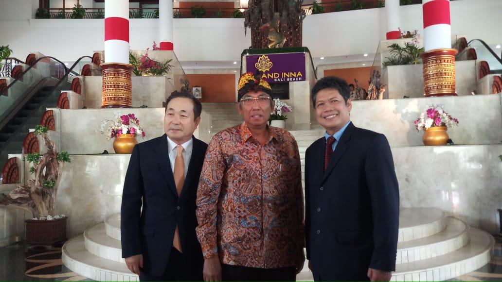 https: img-k.okeinfo.net content 2019 08 26 65 2096732 mr-cho-jadi-rektor-asing-pertama-di-indonesia-ini-sepak-terjangnya-DGDJCmxKXG.jpeg