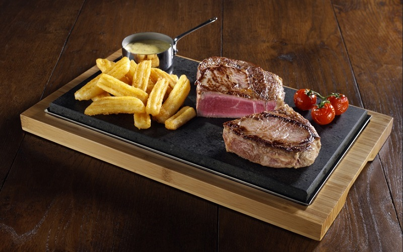 https: img-k.okeinfo.net content 2019 08 27 298 2097239 selain-kualitas-daging-aroma-dan-suara-khas-hot-plate-ternyata-jadi-nilai-penting-makan-steak-8GBsJ8nZL1.jpg