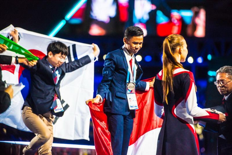 Image result for siswa indonesia dapat 15 medali di world skill competition
