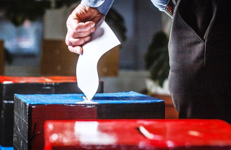 https: img-k.okeinfo.net content 2019 09 01 337 2099123 evaluasi-pemilu-2019-politik-amplop-marak-karena-caleg-malas-ke-lapangan-NKI32H8kQo.jpg