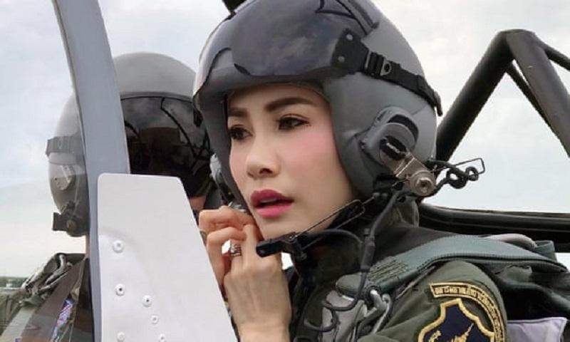 https: img-k.okeinfo.net content 2019 09 02 194 2099444 pesona-selir-raja-thailand-saat-jadi-pilot-jet-tempur-kZxDemMoOu.jpg