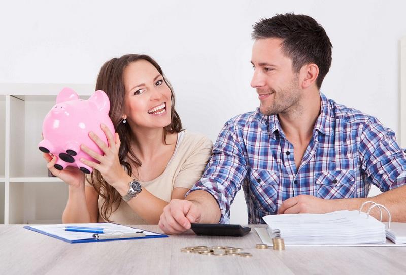 https: img-k.okeinfo.net content 2019 09 02 196 2099525 mengatur-keuangan-pengantin-baru-gaji-suami-istri-baiknya-digabung-atau-dipisah-PKLjZDMUdD.jpg
