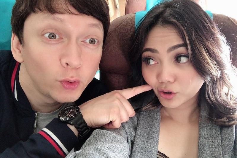 https: img-k.okeinfo.net content 2019 09 02 33 2099498 usai-menikah-di-belanda-rina-nose-siap-gelar-resepsi-di-indonesia-awal-2020-w9jQLYVW5A.jpg