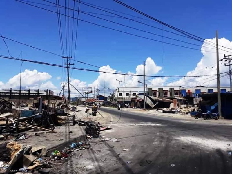 https: img-k.okeinfo.net content 2019 09 02 337 2099375 5-kelurahan-di-jayapura-porak-poranda-akibat-kerusuhan-ini-inventarisir-kerusakannya-EirqiJmxj4.jpg