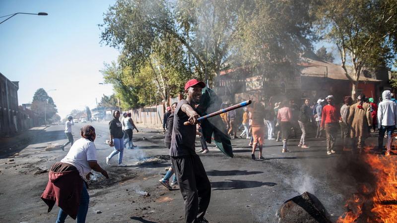 https: img-k.okeinfo.net content 2019 09 04 18 2100541 kerusuhan-dan-penjarahan-meluas-di-afsel-warga-asing-jadi-target-kekerasan-ovEYXTeZOr.jpg