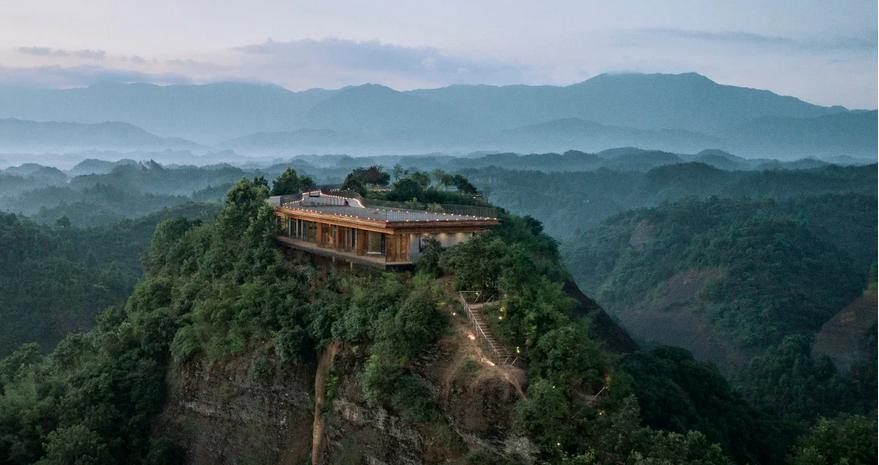 https: img-k.okeinfo.net content 2019 09 06 470 2101611 hotel-ini-lokasinya-di-puncak-gunung-pemandangannya-manjakkan-mata-XbXKYufiLU.png
