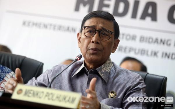https: img-k.okeinfo.net content 2019 09 09 337 2102657 wiranto-anjurkan-pejabat-tni-polri-punya-anak-asuh-mahasiswa-papua-jMhtqDQ7pG.jpg