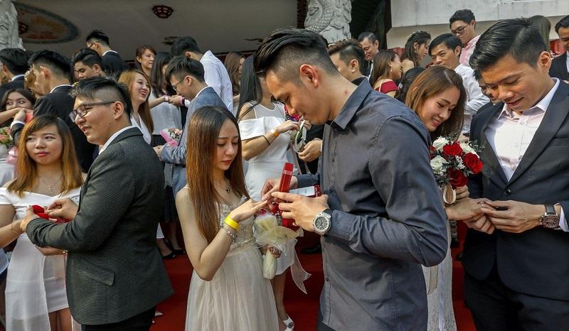https: img-k.okeinfo.net content 2019 09 10 196 2102860 tanggal-cantik-9-9-2019-99-pasangan-nikah-massal-di-malaysia-bnOMQ59m0T.jpg