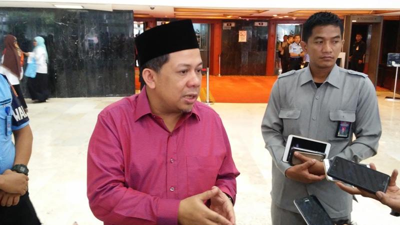 https: img-k.okeinfo.net content 2019 09 10 337 2103105 fahri-hamzah-dukung-jokowi-dirikan-istana-kepresidenan-di-papua-BQheIsEbiP.jpg