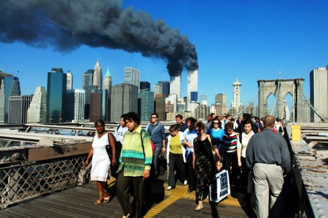 https: img-k.okeinfo.net content 2019 09 11 337 2103253 peristiwa-11-september-gedung-pentagon-dibangun-hingga-tragedi-9-11-di-as-fz0YJt5MIv.jpg