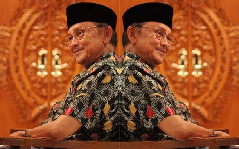 https: img-k.okeinfo.net content 2019 09 12 337 2104014 ditangan-bj-habibie-indonesia-jadi-negara-islam-yang-demokratis-gungJuujxM.jpg