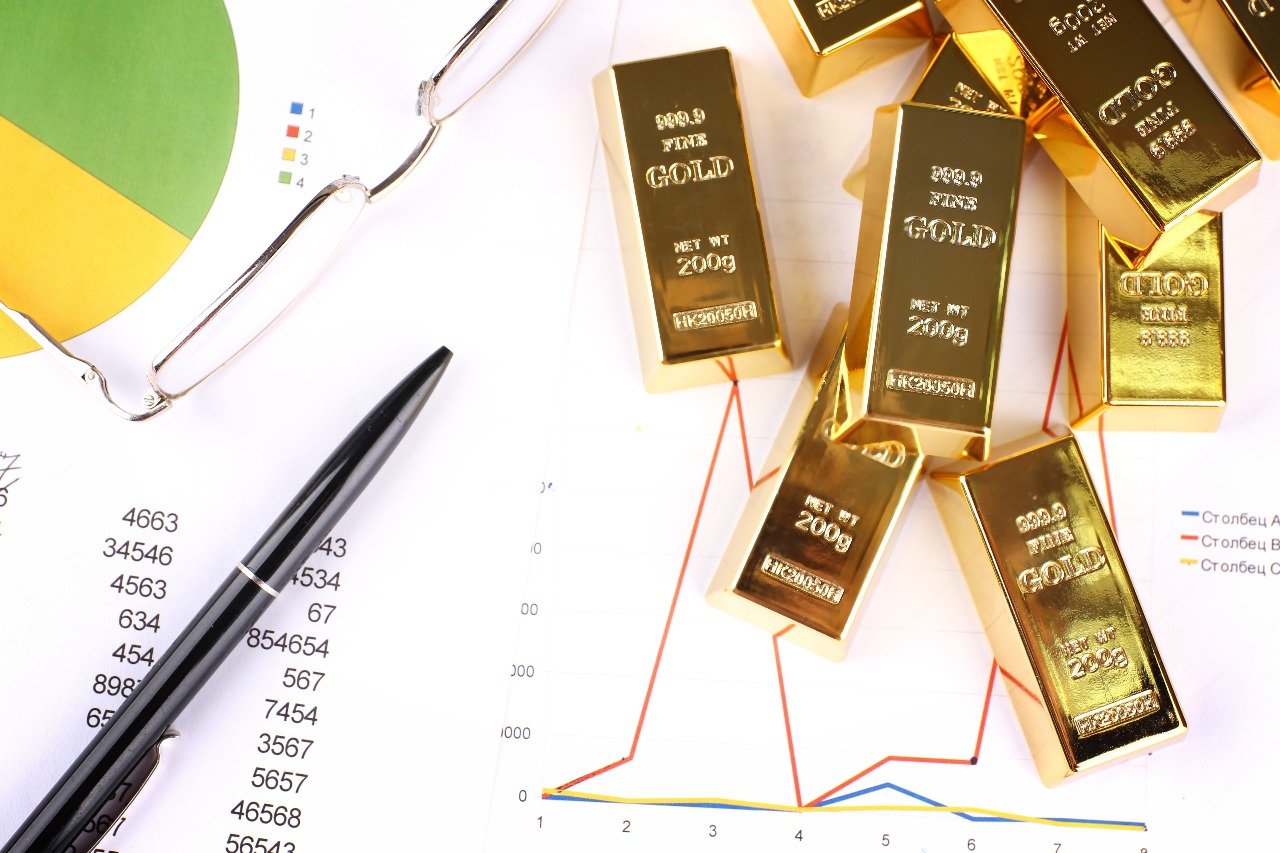 https: img-k.okeinfo.net content 2019 09 13 320 2104263 harga-emas-berjangka-naik-di-tengah-tekanan-dolar-as-SRBDtT5ejN.jpg