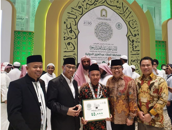 https: img-k.okeinfo.net content 2019 09 13 614 2104406 delegasi-indonesia-juara-lomba-hafalan-alquran-di-makkah-JMrMbBsluf.jpg