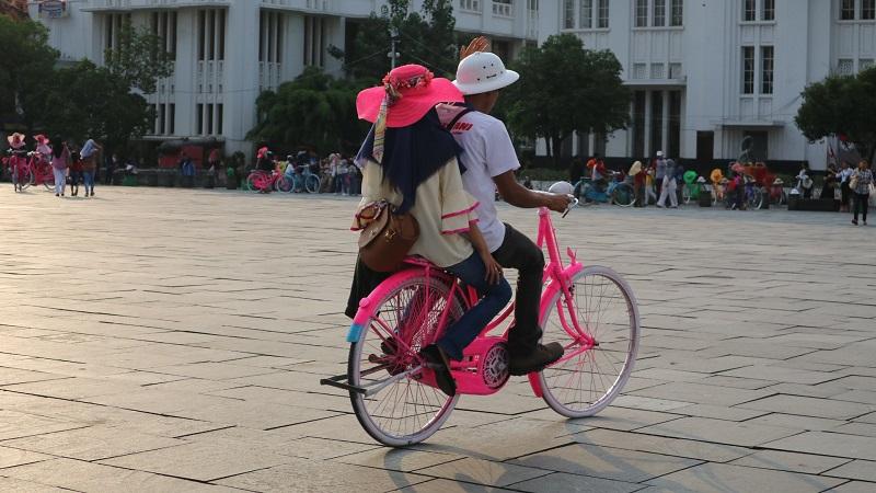 https: img-k.okeinfo.net content 2019 09 15 337 2105061 viral-siswa-bersepeda-dalam-kelas-guru-astagfirullahaladzim-BujBtwvqsu.JPG