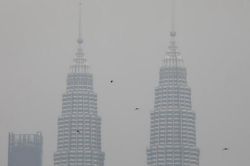 https: img-k.okeinfo.net content 2019 09 15 612 2105051 gara-gara-kabut-asap-netizen-indonesia-malaysia-siap-perang-pakai-kipas-angin-0tKtooV1uB.jpg