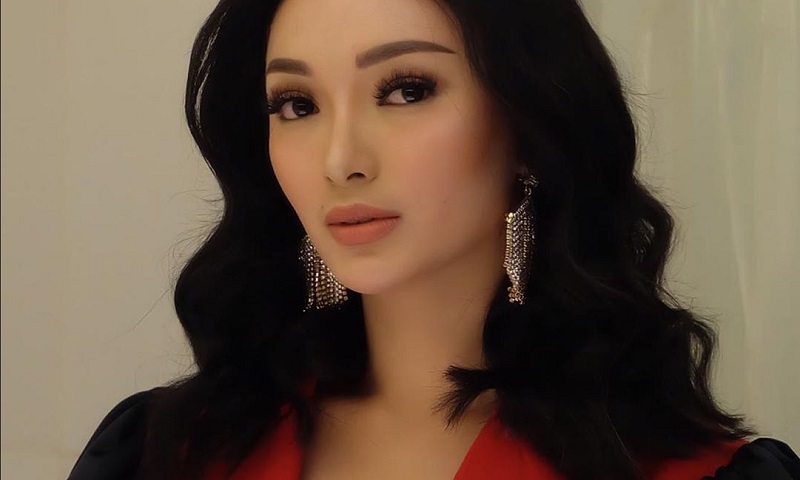 https: img-k.okeinfo.net content 2019 09 16 194 2105285 cantiknya-zaskia-gotik-dengan-outfit-rancangan-desainer-indonesia-K4JetF9GIh.jpg