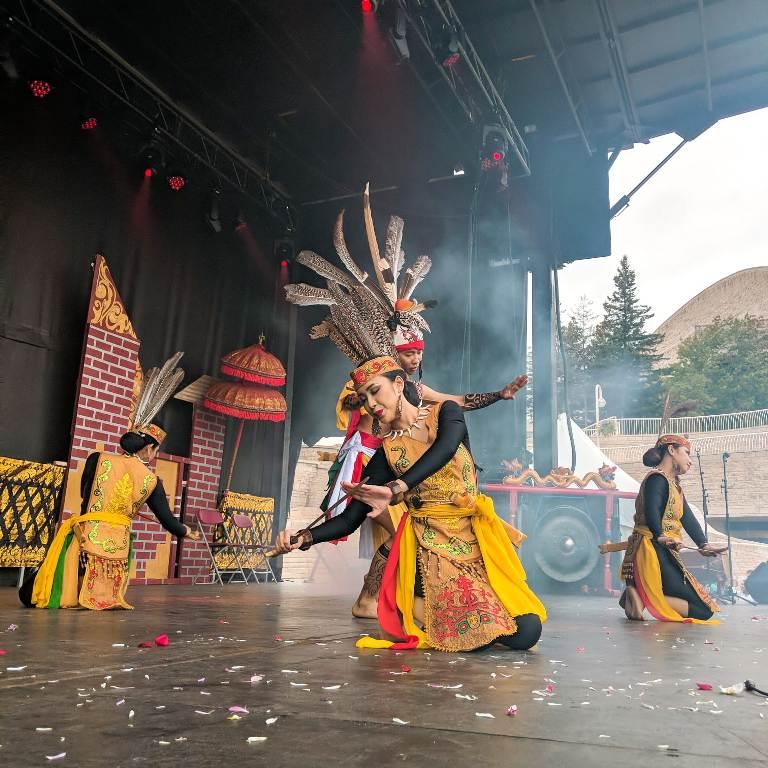 https: img-k.okeinfo.net content 2019 09 17 18 2105760 keanekaragaman-budaya-indonesia-warnai-kanada-melalui-indonesian-festival-2019-HwiQ0zoES7.jpeg
