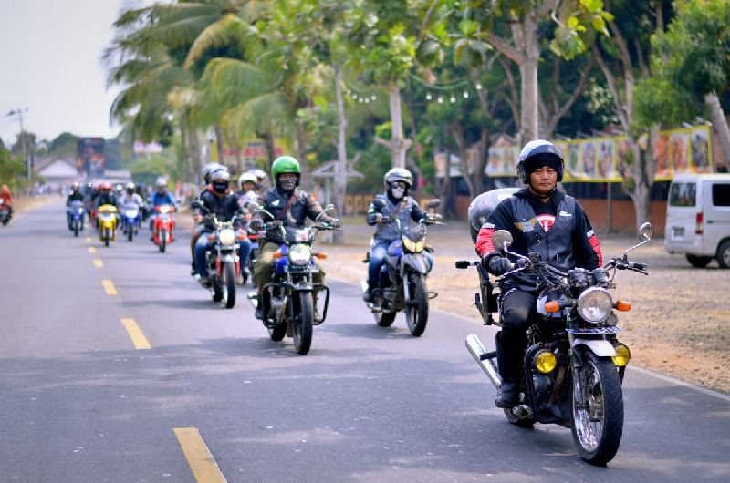 https: img-k.okeinfo.net content 2019 09 19 199 2107066 riding-bersama-di-pantai-ujung-barat-jawa-suzuki-resmikan-komunitas-wilayah-banten-NnjJzo1jz4.jpg