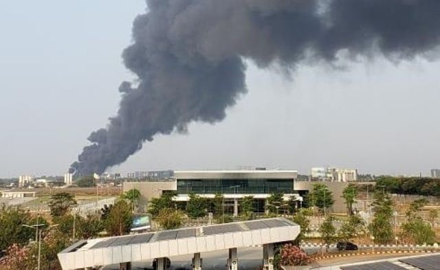https: img-k.okeinfo.net content 2019 09 19 338 2106983 kebakaran-rumah-pengepul-plastik-tak-ganggu-aktivitas-bandara-soetta-vE5D0n7qdo.jpg