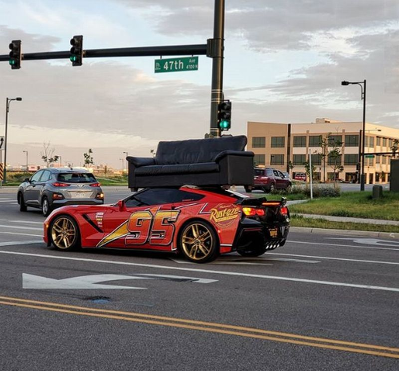 https: img-k.okeinfo.net content 2019 09 19 52 2106940 gaya-sultan-pemilik-corvette-c7-gunakan-supercarnya-untuk-angkut-sofa-Qb02kTa6cK.jpg