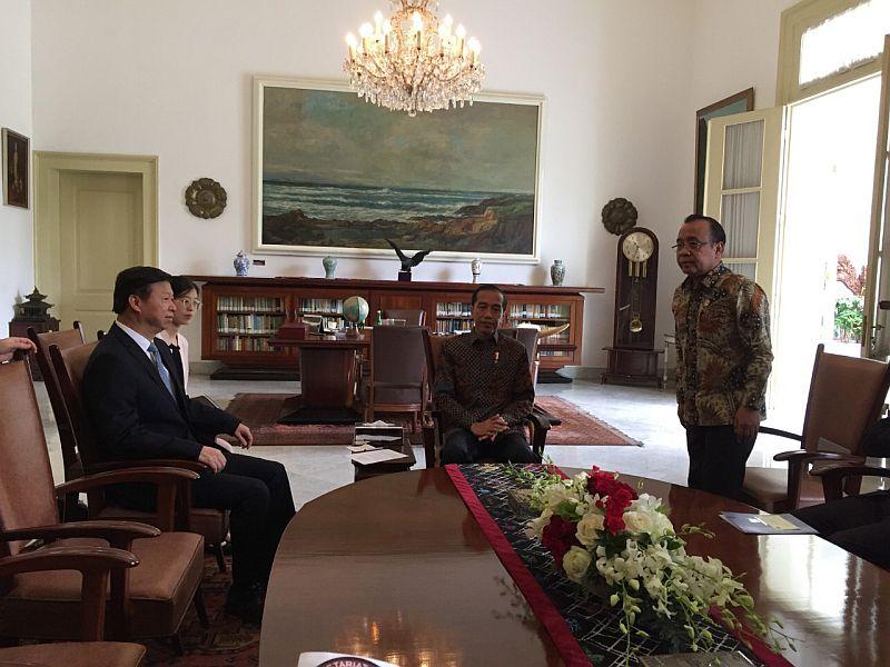 https: img-k.okeinfo.net content 2019 09 20 320 2107220 bertemu-jokowi-penasihat-presiden-china-singgung-proyek-tol-hingga-kelistrikan-ZEHFdO8bWZ.jpg