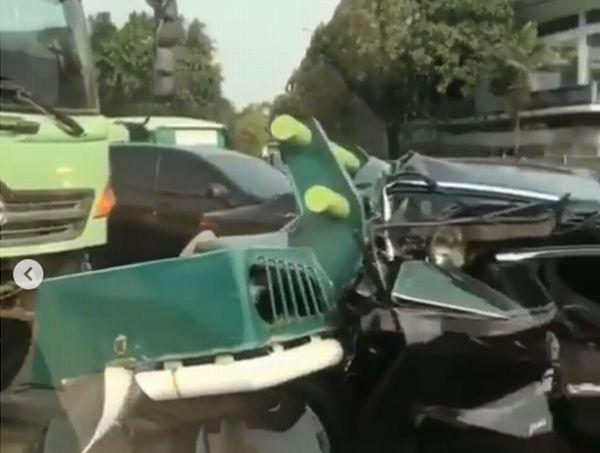 https: img-k.okeinfo.net content 2019 09 20 338 2107324 kecelakaan-beruntun-libatkan-truk-di-tol-tangerang-lalin-tersendat-RQvugFnC5W.jpg