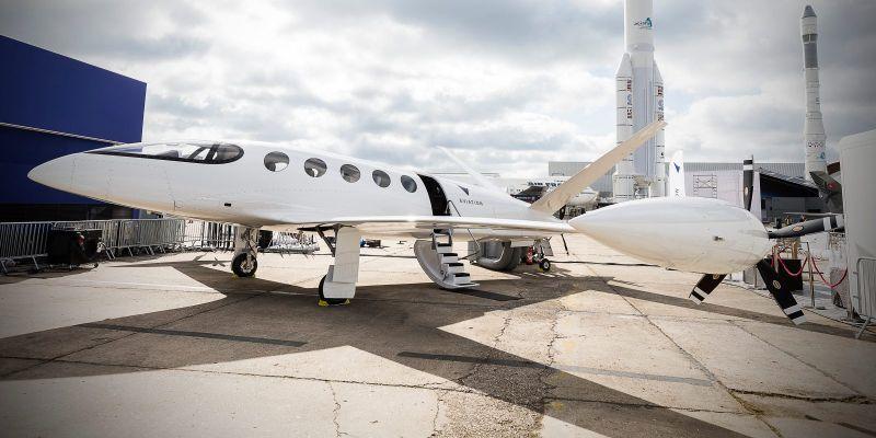 https: img-k.okeinfo.net content 2019 09 20 52 2107193 tak-hanya-mobil-trend-kendaraan-listrik-mulai-merambah-ke-pesawat-terbang-3YOiFmX47x.jpg