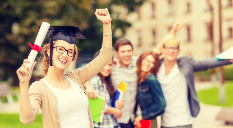 https: img-k.okeinfo.net content 2019 09 20 65 2107256 kabar-gembira-selesai-kuliah-mahasiswa-ri-di-inggris-boleh-kerja-dan-tinggal-2-tahun-3E4rj59s5P.jpg