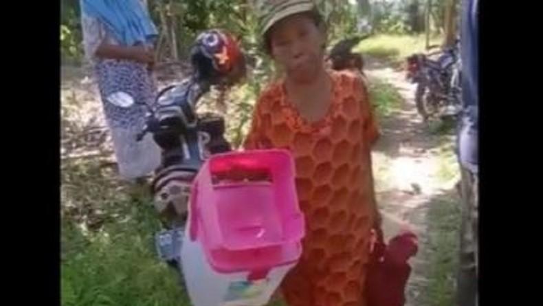 https: img-k.okeinfo.net content 2019 09 21 609 2107571 janda-dan-5-anaknya-diusir-dari-rumah-karena-beda-pilihan-kepala-desa-TQ3Ej3gf2E.jpg