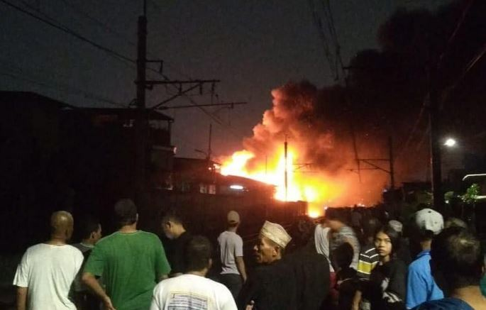 https: img-k.okeinfo.net content 2019 09 22 338 2107984 kebakaran-di-kedoya-padam-total-50-rumah-hangus-terbakar-2HSlXmYXwO.JPG