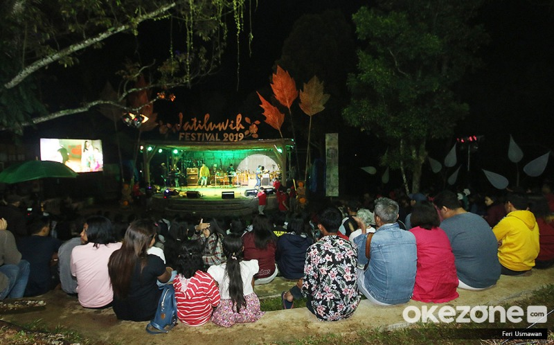 https: img-k.okeinfo.net content 2019 09 22 406 2107750 gerimis-tak-hentikan-semangat-penonton-saksikan-festival-jatiluwih-2019-8sMstxldlO.jpg